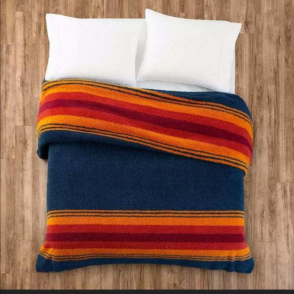"""Pendleton Sherpa Fleece Blanket King Grand Canyon Multi Stripe Gift 112/"""" X 92/"""""""